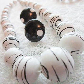 Vintage Jewelry Necklace,Black & White Plastic Vintage Necklace fun necklace with pierced earrings Timelesspeony