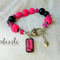 hot pink and black army bracelet perfect for soldiers wife mom sister daughter aunt or girlfriend!