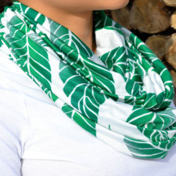 Leaf Motif Circle Infinity Scarf - Emerald Green and White