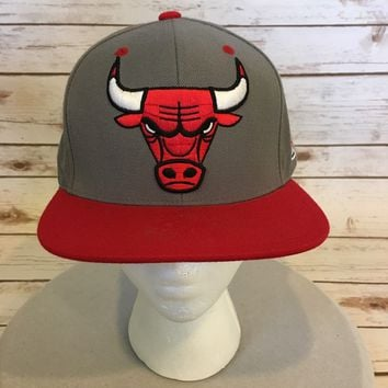 Chicago Bulls Baseball Cap Mitchell & Ness NBA Snapback Hat Red on Gray