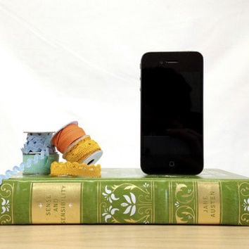 Jane Austen booksi Sense and Sensibility iphone charger
