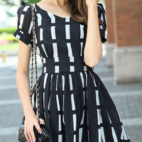 Black and White V-Neck Puff Sleeve Striped Dress