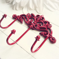 Gift Ideas / Christmas Red / Shabby Chic Wall Hook / Hooks / Red Home Decor / Triple Hook / Key Hanger / Coat Hook / Organize / Ornate