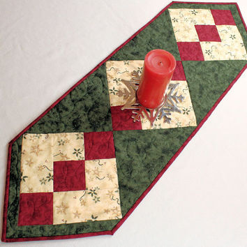 Christmas Table Runner from Cardinal Season Moda Fabrics