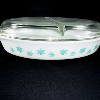 Pyrex Aqua Snowflake 1 1/2 Quart Casserole Divided Serving Dish Turquoise and White with Lid