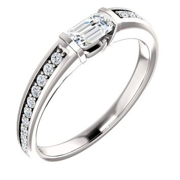 0.25 Ct Emerald Accented Diamond Engagement Ring 14k White Gold