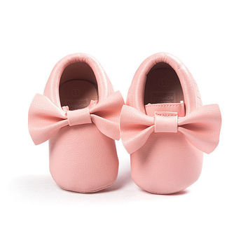 Light Pink Moccasins, Coral Moccasins, Toddler Bow Moccasins, Baby Shoes, Vegan Soft Sole 3-18 months Infant Shoes Gift Toddler Pink Shoes