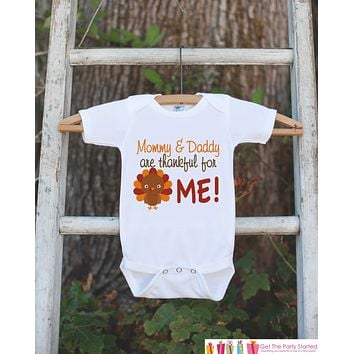 Thankful Shirt - Thanksgiving Onepiece or Shirt - Kids Thankful For Me Outfit - Pregnancy Announcement - Mommy and Daddy are Thankful For Me