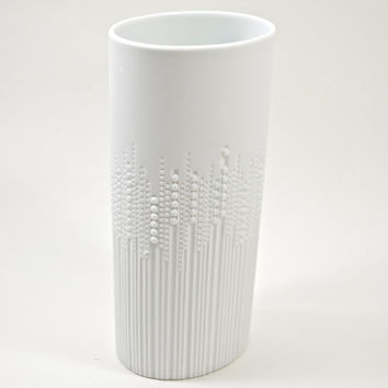 Scarce West German Modernist Matte White Porcelain Vase by Tapio Wirkkala for Rosenthal
