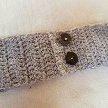 Super cute girlie grey wool head band perfect to keep little one warm in the winter. Crochet headband ear warmer girlie toddler 1-3+