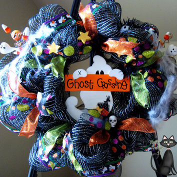 Adorable Halloween Deco Mesh Ghost Crossing by KraftyKreations4You