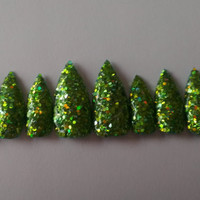 10 press on christmas chunky green glitter stiletto nails to fit medium nail beds.