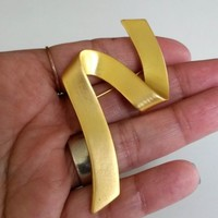 "Vintage Ribbon Matte Gold Tone Pin 1980s Unsigned Monet 2-13/16"" T"