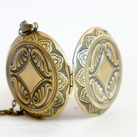 Old Locket - Large Vintage Style Antiqued Brass Round Locket Necklace - LN033