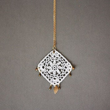 Boho necklace grey with floral lace pendant and golden details