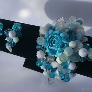 Chunky turquoise bracelet and earrings with roses, in white and turquoise * Turquoise Poise *