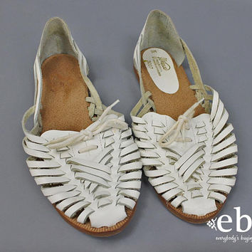 HUARACHE Sandals White Leather Sandals Vintage 90s White Leather Shoes Size 9 Boho Sandals Hippie Shoes Summer Sandals White Sandals
