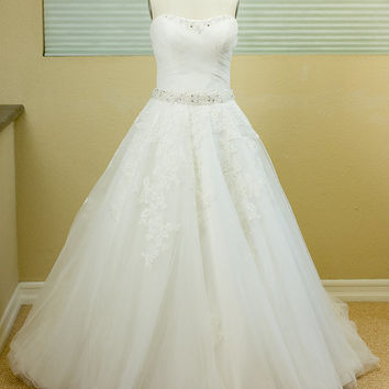 SAMPLE SALE - Ball Gown, A-line Wedding Dress , Ivory, Sweetheart Neckline, Tulle Wedding Dress, Fitted Bodice, strapless