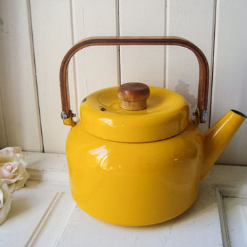 Yellow Vintage Enamel Teapot, Bright Yellow Tea Pot, French Farmhouse Rustic Distressed Kettle, Shabby Chic, Kitchen Decor, Cottage Chic