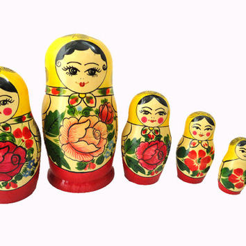 Vintage Russian Dolls Nesting Matryoshka wooden 7 by noveltydoll