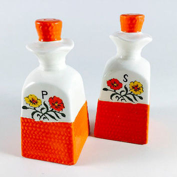 Vintage Orange Yellow Flower Salt And Pepper Shakers Retro Danish Mod 1960 1970 Kitsch Mid Century Kitschy Kitchen Decor