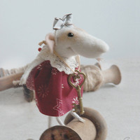 Needle felted mouse, felt ornament, soft sculpture, figurine, animal forest, acorn, Christmas dress, tender mouse