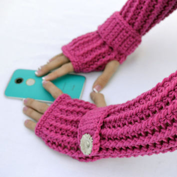 Magenta arm warmers, fingerless gloves, texting gloves, crochet gloves with wrist strap and buttons