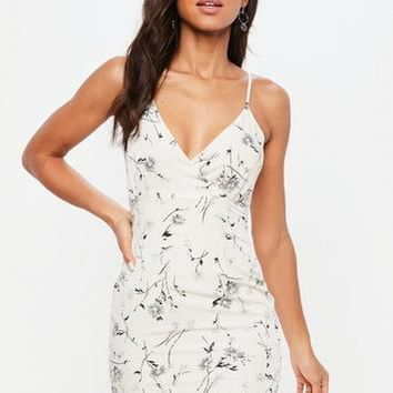 Missguided - Petite White Floral Print Strappy Bodycon Dress