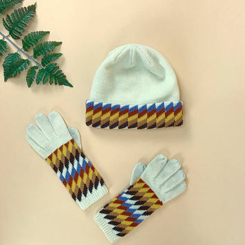 1970s knit gloves and beanie set, vintage winter gloves, 1970s op art print, retro 70s beanie, geo print ski hat, checkered hat retro gloves