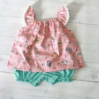 Little Bird baby clothes set top and bloomer. Green polkadot baby bloomer and cotton top with flutter sleeve and pompom