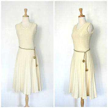 70s Cream Dress / 1970s dress / pleated dress / full skirt dress / courthouse wedding / bridal / disco dress / medium