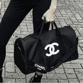 VOND4H New CHANEL Duffle Bag In Black with shoulder strap, PERFECT SIZE FOR OVERNIGHT