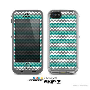 The Vintage Green & White Chevron Pattern V4 Skin for the Apple iPhone 5c LifeProof Case