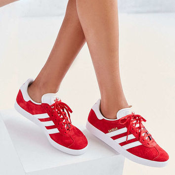 adidas Originals - Baskets Gazelle rouges - Urban Outfitters