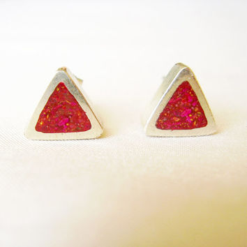 Triangle Pink Stud Earrings in Sterling Silver and Pigments - Ear Studs Fuxia Coral Magenta Colour - Fuxia and Silver - Contemporary Jewelry