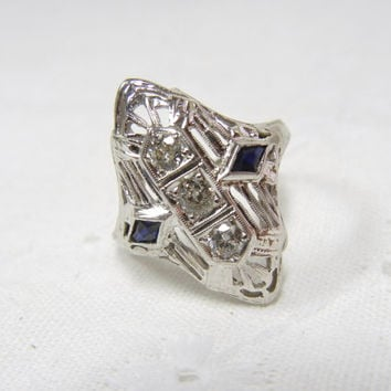 Vintage Diamond and Sapphire Filigree Ring / Engagement ring / 3 stone ring / Diamond ring in 18k white gold / Art Deco / Wedding / Unique