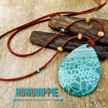 Boho hippie pendant, dragon vein agate on a leather suede necklace, festival fashion