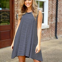 Piko Sleeveless Trapeze Dress - Black/white