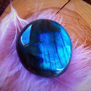 Labradorite Crystal - Palm Stone - Worry Stone - Meditation - Healing Crystal - Paper Weight - Reiki - Throat Crown Third Eye - 107.8g  #241