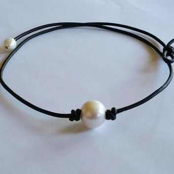Fashion Pearl and Leather Necklace Choker