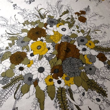 Beautiful Vintage 1970s Round Print Cotton Tablecloth by Bates Bedspreads with White Braid Trim in Fall Floral - 68 Inches Round