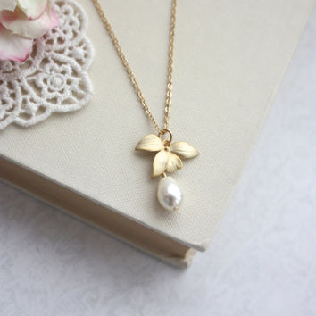 Orchid Flower Pearl Gold Necklace. An Orchid Jewelry. Bridesmaids Gifts. Gold Orchids, Pearl Necklace. Sis. Orchid Flower Rustic Wedding