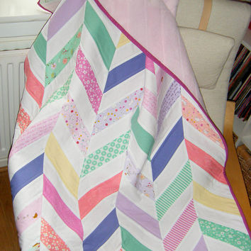 Baby quilt, girl quilt, chevrons crib quilt, patchwork blanket,  throw, wallhanging, playmat, pastel colors