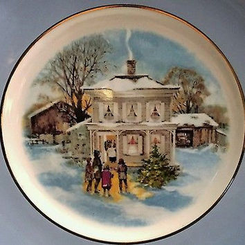 Porcelain Enoch Wedgwood Limited Edition, Christmas 1977 Gold Rim