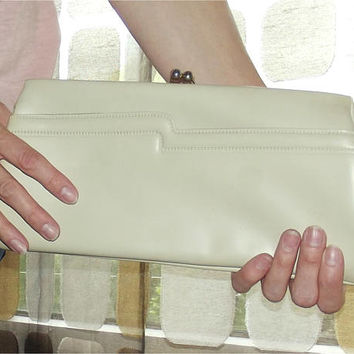 Vintage 60s Clutch Bag | 1960s Clutch Purse | Bone Ivory Clutch | Kisslock Purse Handbag | Avant Garde Detail | Jackie O MCM Purse