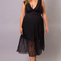 Plus Size Flow Lace Skirt - Black