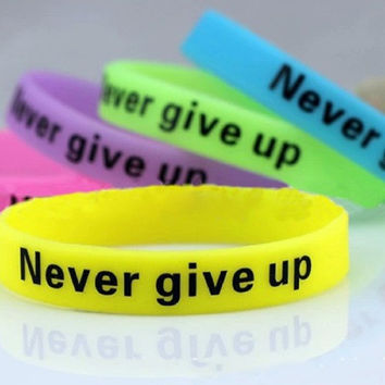 5pcs New Fashion Men Women Unisex Silicone Rubber Bracelet Never Give Up Print Glow in the Dark Sport Wristband Lou0018