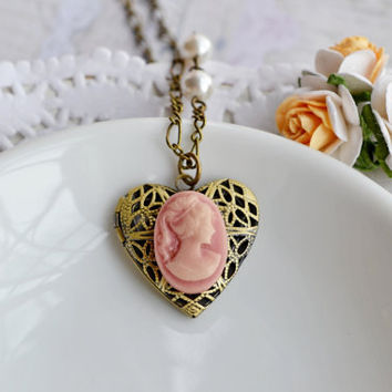 Heart Locket Jewelry,Petite Cameo Locket Lady Locket Necklace,Old Fashion Romantic Locket,Sweet and simple Pendant,Bridesmaid Gift,Wedding