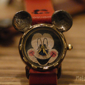 Vintage Watch. Handstitch. Leather Band /// A Cute Mickey Mouse Vintage Handcraft watch /// OW-112