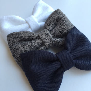 White and black sweatshirt and navy Seaside Sparrow hair bow set. hair bow Hair bows for teens Hair bows for girls bows accessory.